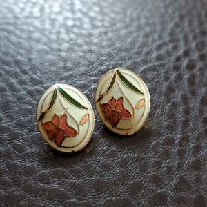 VTG clip on earrings